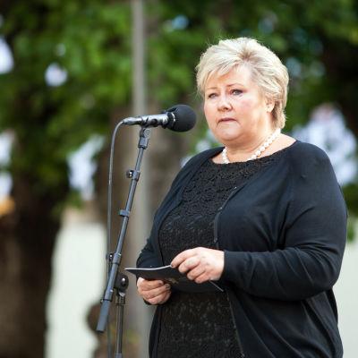 Norges statsminister Erna Solberg under en minnesceremoni i Oslo på fyraårsdagen av Utöya-massakern.