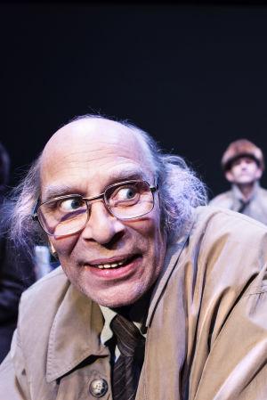 Vesa Vierikko juhlii 35-vuotista uraansa Ryhmäteatterin Mielipuolen päiväkirjan päähenkilönä.