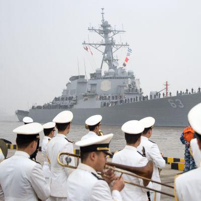 Arkivbild på det amerikanska örlogsfartyget USS Stethem då det besökte Shanghai. USS Stethem närmade sig den omstridda ön Triton i Sydkinesiska sjön på söndagen 2.7.2017