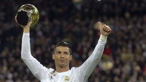 Cristiano Ronaldo med Ballon d'Or