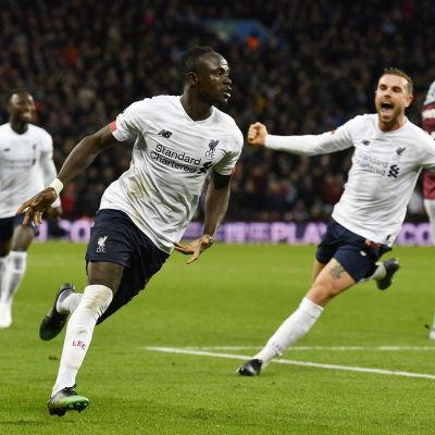 Sadio Mané firar mål.