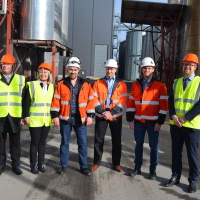 A-Rehun laajennusosan valmistumista juhlistettiin Altian tehdasalueella.
