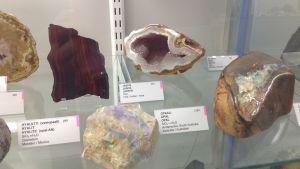 Opalen har länge varit populär och håller nästan på att ta slut i Australien. Här syns en opal som uppstått under påverkan av vatten.