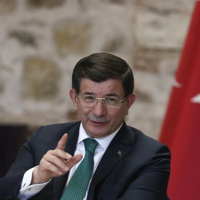 Turkin pääministerin Ahmet Davutoğlun mukaan Turkki käyttää kaikki varotoimet, jotta sitä ei vedettäisi mukaan sotaan.