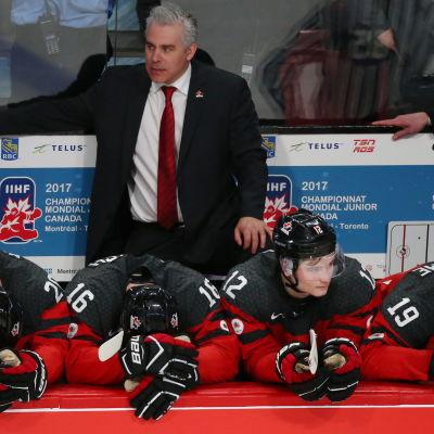 Dominique Ducharmes Kanada har precis förlorat finalen mot USA.