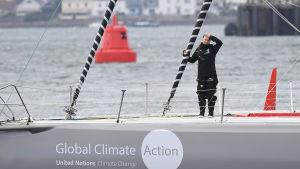 Greta Thunberg på segelbåten Malizia II inför starten från Plymouth 14.8.2019