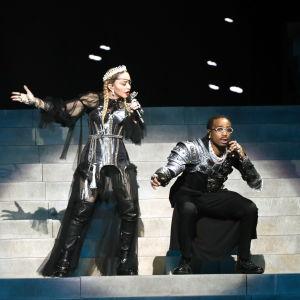 Madonna ja räppäri Quavo esiintymässä Euroviisuissa Israelissa vuonna 2019.