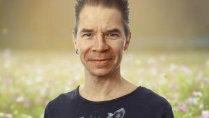Porträttbild på musikern Ville Pusa