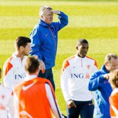 Guus Hiddink har fått en besvärlig start som förbundskapten.