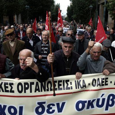Grekiska pensionärer demonstrerade på Atens gator redan den 20 november.