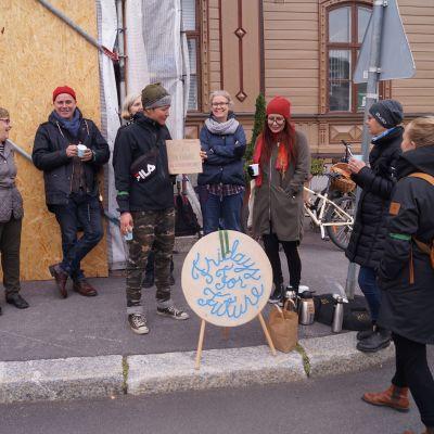 Pietarsaaressa kokoontui pieni joukko ihmisiä ilmaston puolesta.