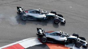 Duell mellan Mercedes-förarna i formel 1.
