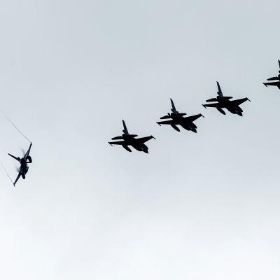 Nederländska militärflyg deltar i USA-ledd koalition i Irak.