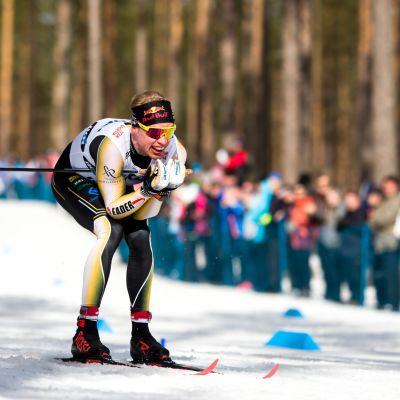Iivo Niskanen vauhdissa SM-hiihdoissa 2019.