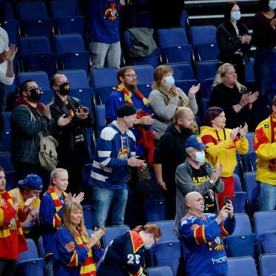 Jokerikannattajia jääkiekon KHL:n ottelussa Jokerit - Neftehimik Nizhnekamsk Helsingissä 9. syyskuuta.