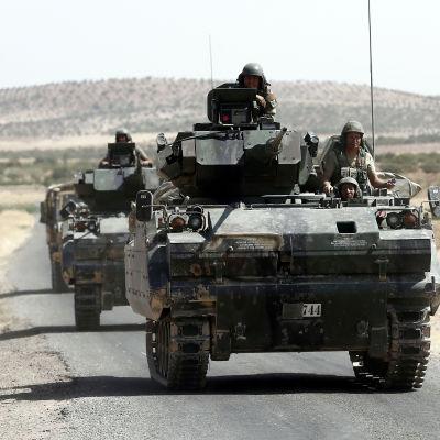 Turkiska styrkor som samarbetar med proturkiska syriska rebeller rycker fram mot den IS-kontrollerade staden Al-Bab i nordvästra Syrien