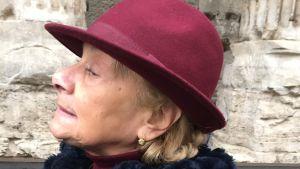 Carla anser att Berlusconi är pålitlig