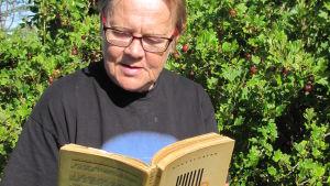 Kirjablogissa Martti Laineen Kuilu