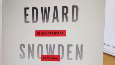 Glenn Greenwalds bok om agenten Edward Snowdens avslöjanden om USA:s avlyssning av tele- och datatrafik utkom den 13 maj 2014.