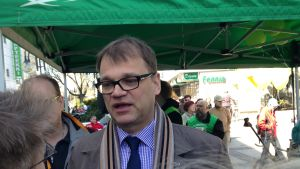 Centerns ordförande Juha Sipilä i Dickursby 26.4.2014