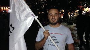 Nikos är hoppfull då Syriza segrade i Greklands parlamentsval den 20 september 2015.