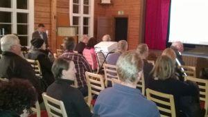 Arga invånare på möte i Esbo i Nupurträsk.