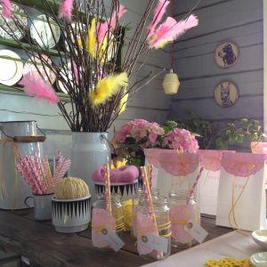 Dekorationer med färgade tårtpapper