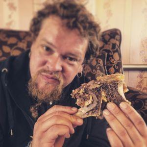 Ville Haapasalo ja Volga 30 päivässä, ruokana kamelinkyttyrää