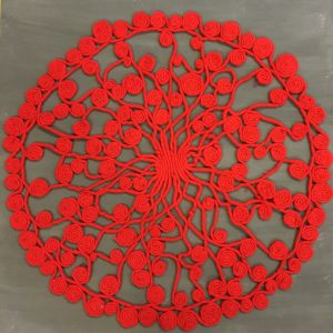 Röd julgransmatta av elefantgarn