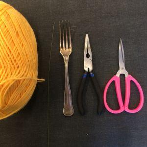 garn, ståltråd, gaffel, tång, sax