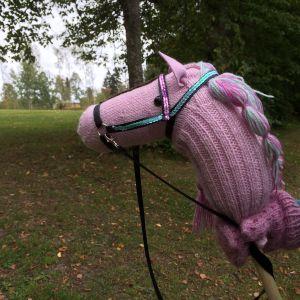 handgjord käpphäst av garn
