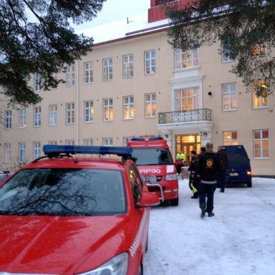 Brandkåren utreder brandorsaken vid Roparnäs sjukhus.