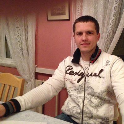 Andrey Erokhin är arbetslös och studerar svenska i Borgå Folkakademi men får ingen ersättning för sina studieböcker av Borgå stad