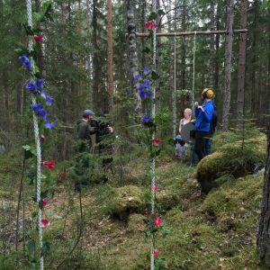 Tuhkimotarinoiden Nanna metsässä kuvattavana loppuhuipennuksessa
