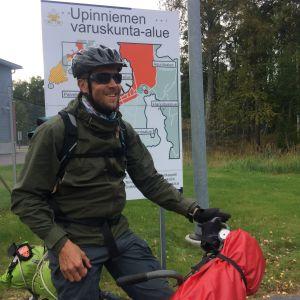 Mikko Peltola Upinniemen varuskunta-alueella.