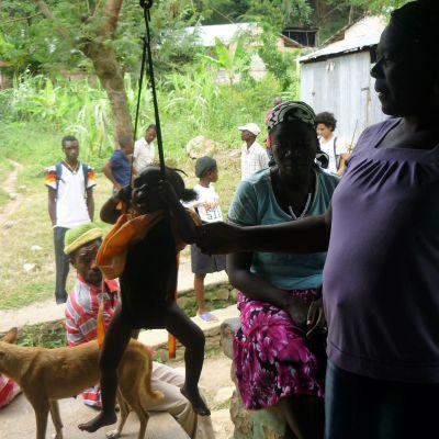 Haiti hör till världens fattigaste länder med skyhög arbetslöshet och utbredd fattigdom.