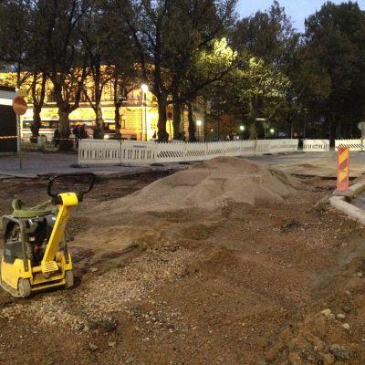 Vattenläckage i Borgå centrum, gropen är fylld med sand