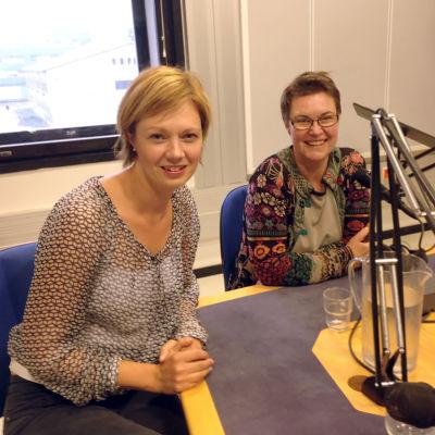Marit af Björkesten och Barbro Teir svarar på lyssnarnas frågor i Radiohuset