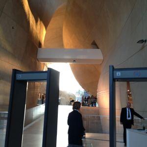 turvatarkastuksen kautta museoon