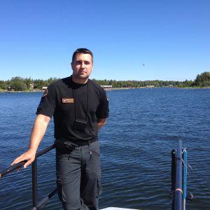 Äldre sjöbevakare Jens Södergård på Vallgrunds sjöbevakningsstation.