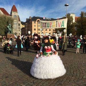 Sinikka Sukka och sagoparaden