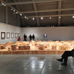 Ai WeiWein Ordos 100 pienoismalli Helsingin taidemuseossa