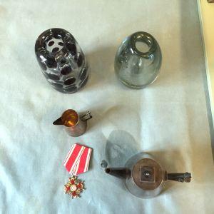 Några föremål som hämtats in under värderingsturnén.