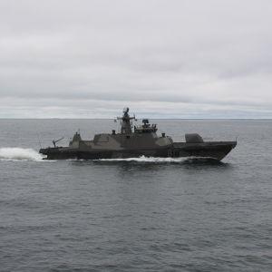 En robotbåt i Hamina-klassen på Finska viken, maj 2017.