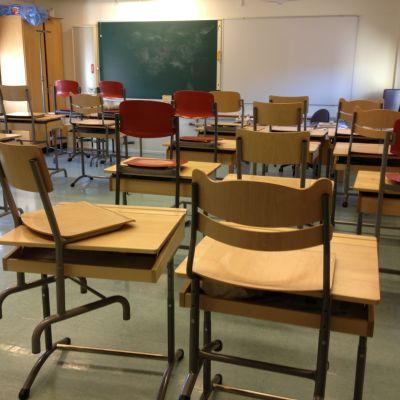 Allt fler pulpeter trängs i klassrummen under kommande år.