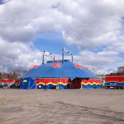 Sirkus Finlandia på Marknadsplanen i Ekenäs.