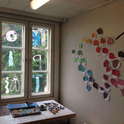Barnkonstskolan Pictura i Pargas håller till i Gamka kommunalstugan.