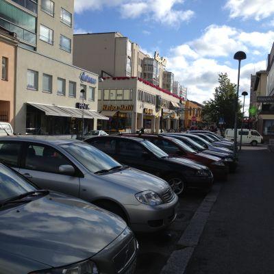 Bilar i centrum av Jakobstad