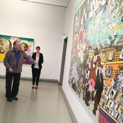 Erró och utställningens kurator Mia Haltia.
