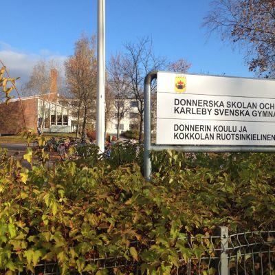 Karleby svenska gymnasium och Donnerska skolan.